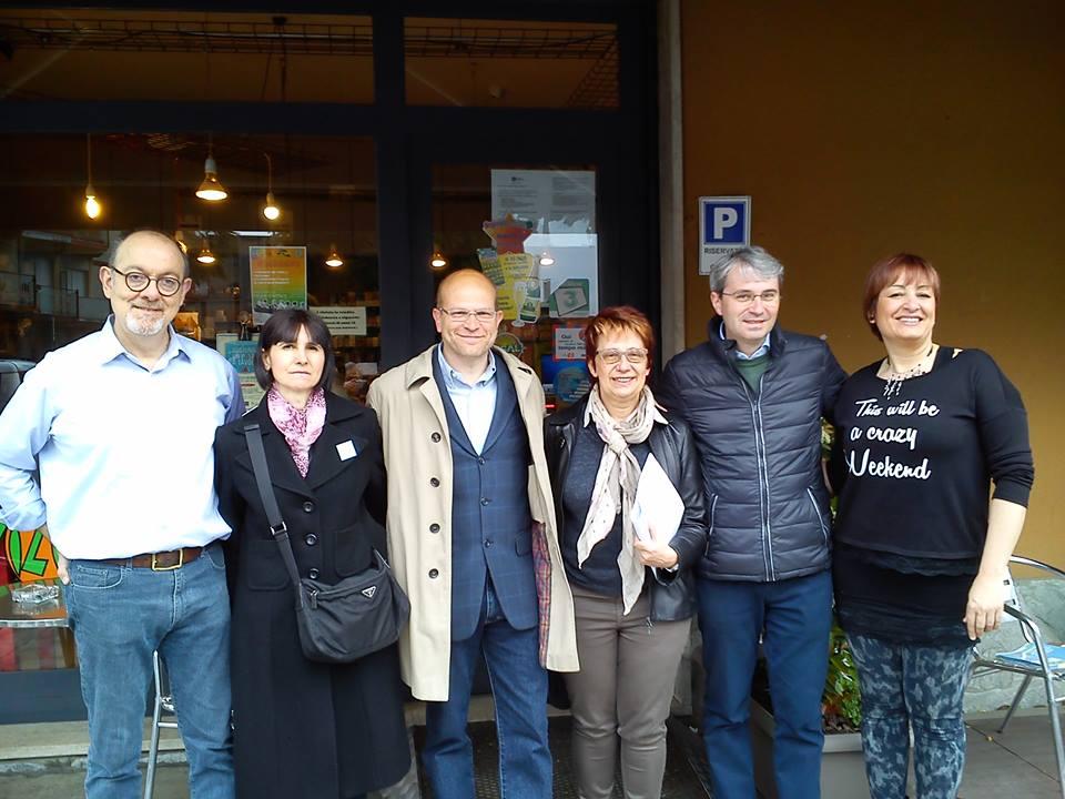 Luca Paris con il candidato sindaco Davide Galimberti nel tour per i quartieri