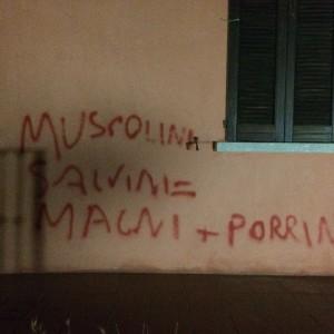 scritte sotto casa di Alessandro Porrini